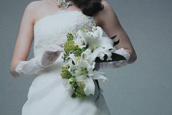 画像1: 生花白薔薇とカサブランカとカラーのキャスケードブーケとヘッド