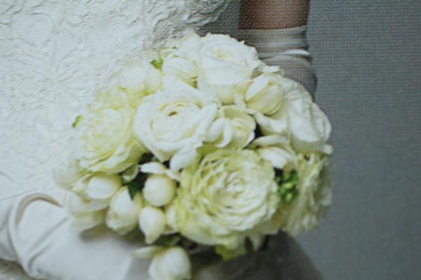 画像1: 生花白薔薇と小バラとラウンドブーケ